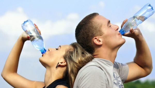 Quelle eau privilégier pour la santé : robinet ou bouteille ?