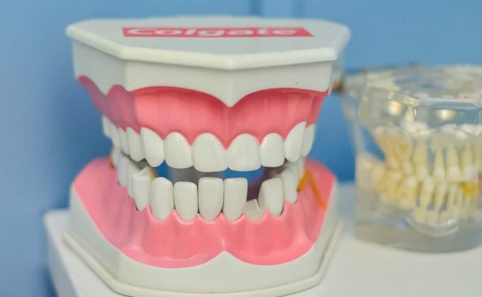 Comment entretenir votre prothèse dentaire à moindre coût ?